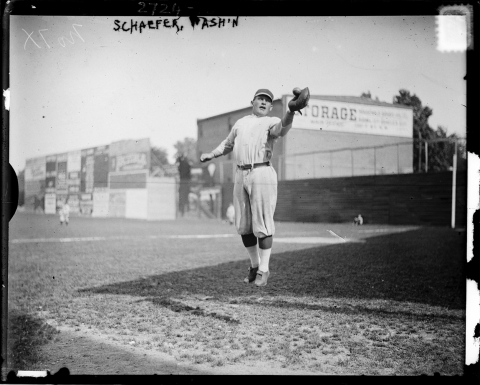 Vintage 1913 photo of baseball player Germany Schaefer leaping to catch a ball